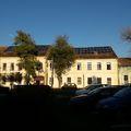Két iskolai tetősíkon is naperőművecske működik Bicskén