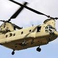 Alacsonyan szállnak a katonainak látszó helikopterek Bicske fölött
