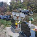 Hol sírjaink domborulnak - A temetői szeméthelyzetről ír az olvasó