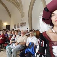 Tatán lovasszobrot kap Mátyás király - Felismertem egy reneszánsz hölgyben iskolatársamat