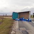 Kisteherautót borított fel a szél