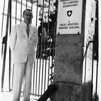 Kereszt a pajzson - Szenvedélyes fotós volt a Világ Igaza, aki Bicskén is dolgozott