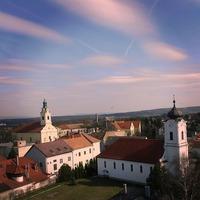 Bicske két tornya egy ritka szemszögből - Fotó: Akli Bence