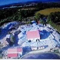 Légi képek a Zöld Bicske hulladékkal teli telephelyéről, Felcsút közelében