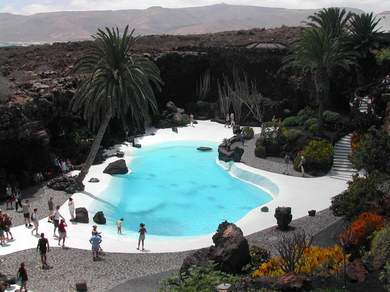 Lanzarote_Jameos_del_Agua_Pool.jpg