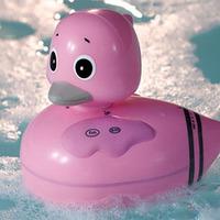 Rózsaszín kacsa a kádban