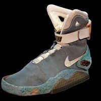 Elárverezik McFly önbekötős cipőjét