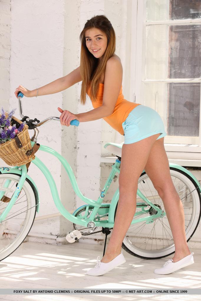sexy-nude-brunette-bike-foxy-salt-jamora-2.jpg
