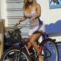 Shauna Sand bringán igazgatja a melleit
