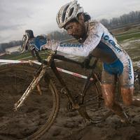 Cyclo-cross girls: nyakig sáros csajok