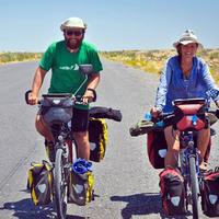 Világjáró kerékpárosokat gázoltak halálra