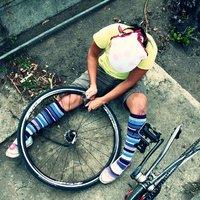 A nő, aki megszereli a bringáját