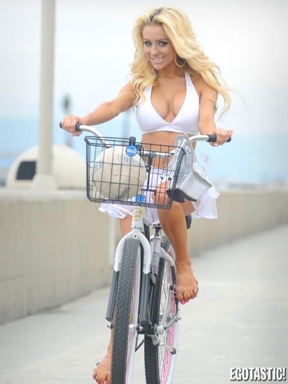 courtney-stodden-beach-bike-volleyball-12-435x580.jpg