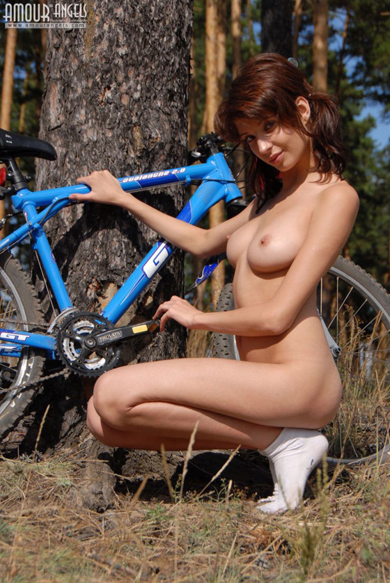 girl-nude-on-bike-vol3-14.jpg