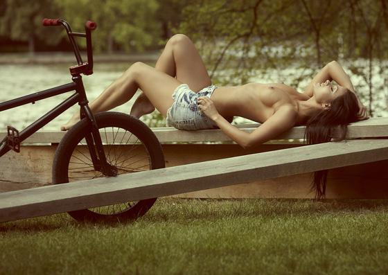ride bmx sexy bicycle girl 1.jpg