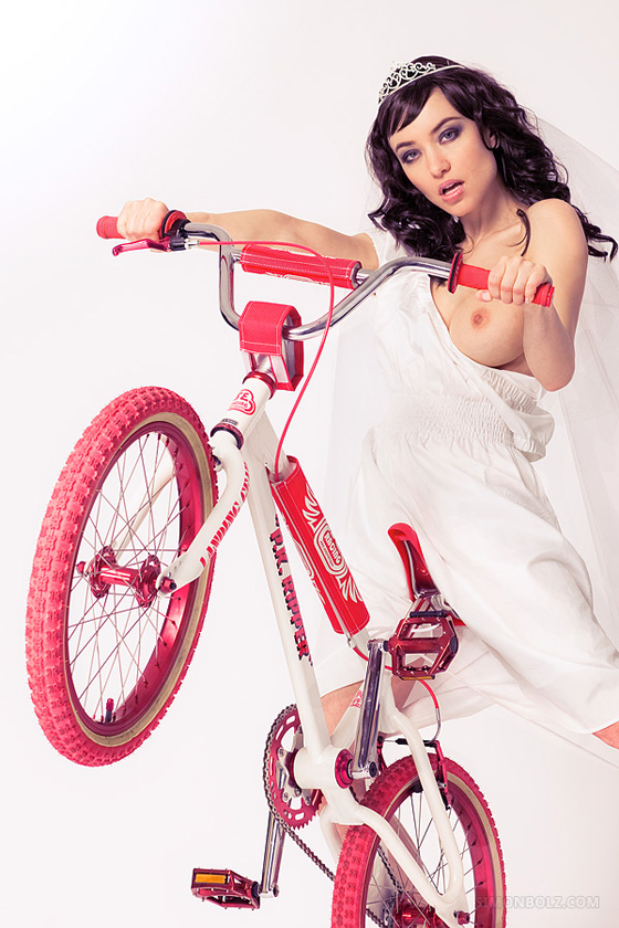 bike_bmx_cold_PK+Ripper_series_simonbolz_wife_naked_girl 3.jpg