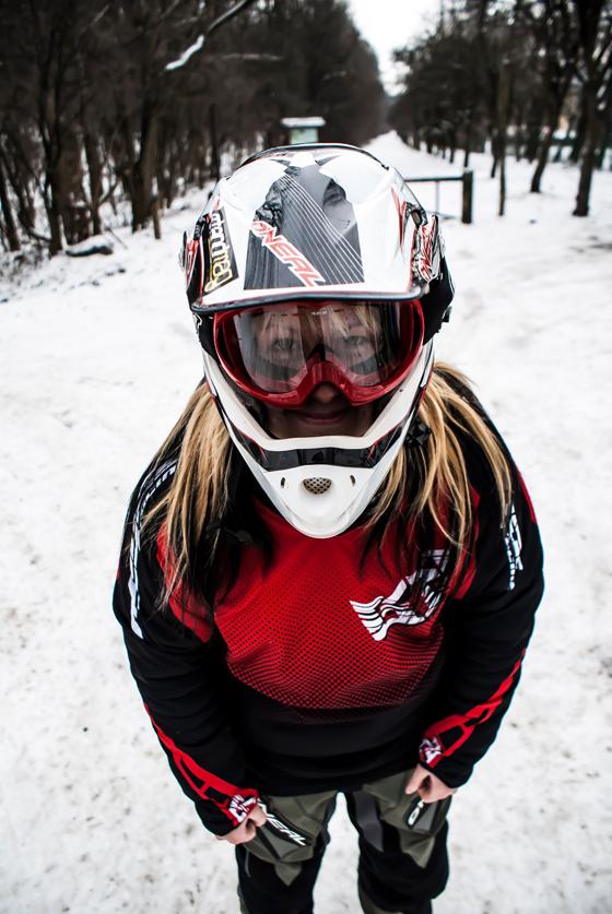 bikegirls_zsanett_2.jpg