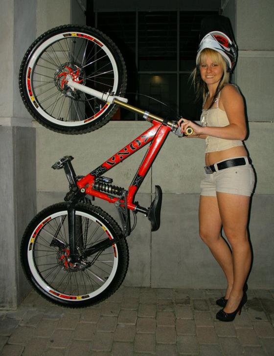 bikegirls_zsanett_5.jpg