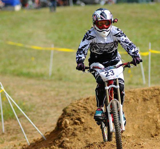 bikegirls_zsanett_downhill 3.jpg