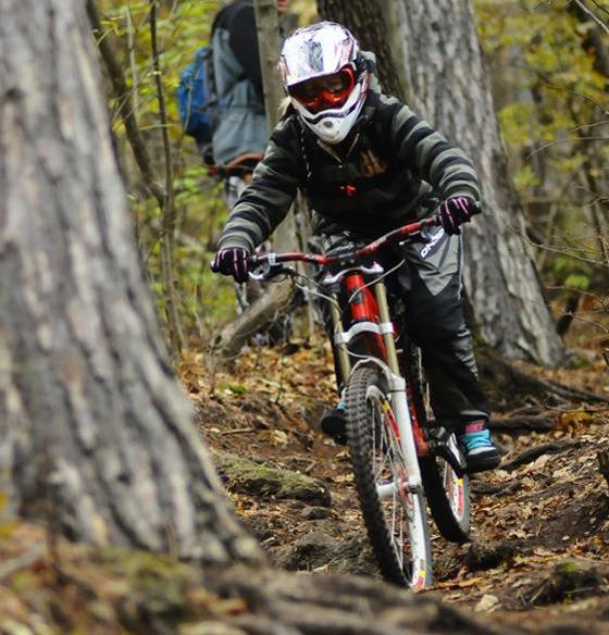 bikegirls_zsanett_downhill_rider 4.jpg