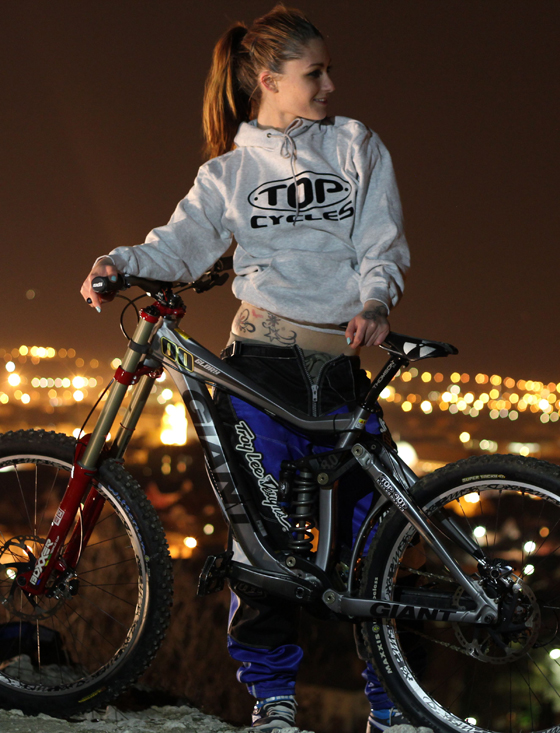 giant_glory_bikegirls_zsofi 1.jpg