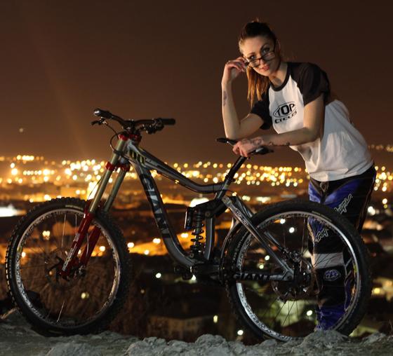 giant_glory_bikegirls_zsofi 2.jpg