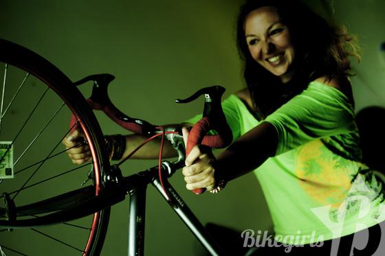 elisabeth bikegirls 4.jpg