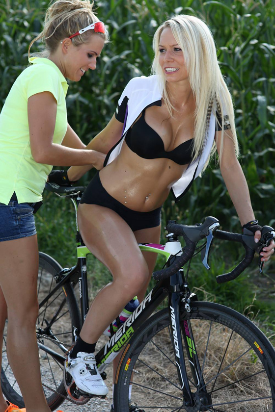 sexy cycling calendar swiss 2014 6.jpg