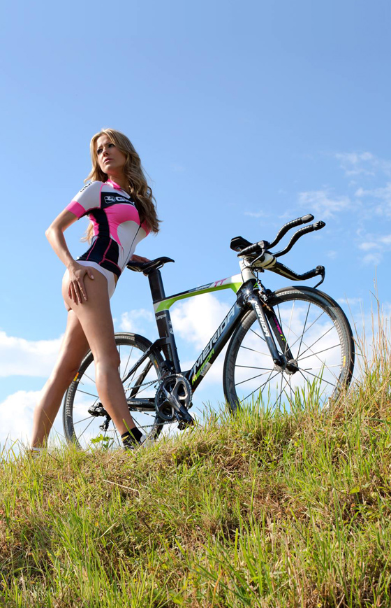 sexy cycling calendar swiss 2014 7.jpg