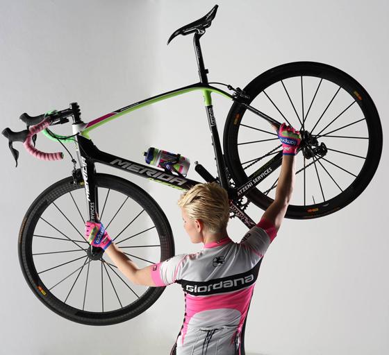 sexy cycling calendar swiss 2014 8.jpg