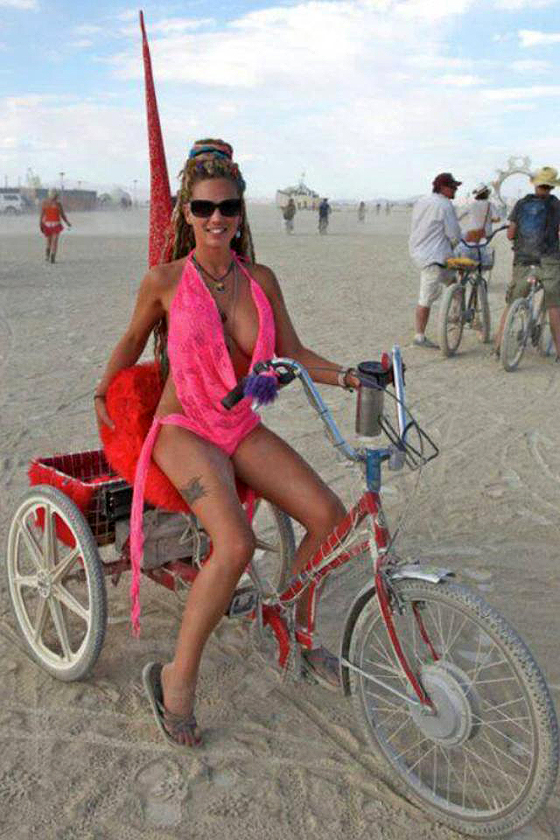burning man bikegirls 10.jpg