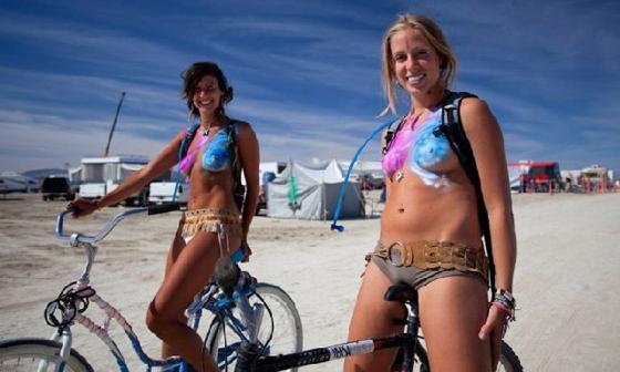 burning man bikegirls 23.jpg