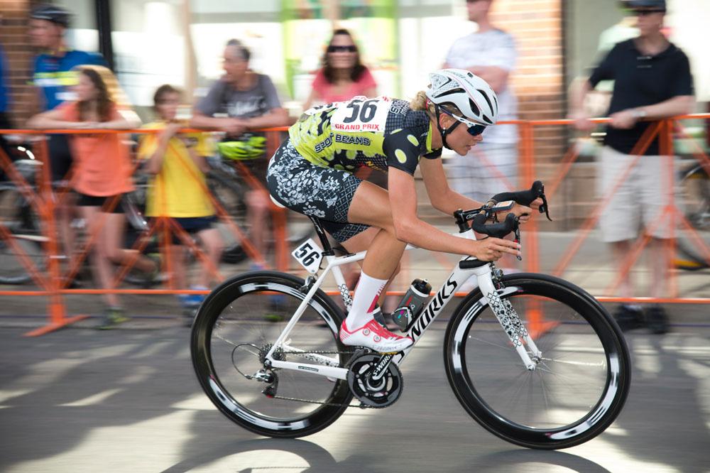 Tayler-Wiles-bikegirls-4.jpg