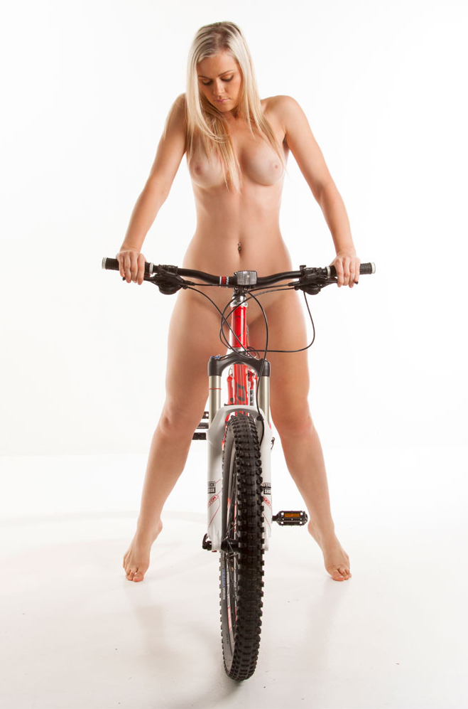 nude-muse_charlie-v_nude_with_bicycle058.jpg