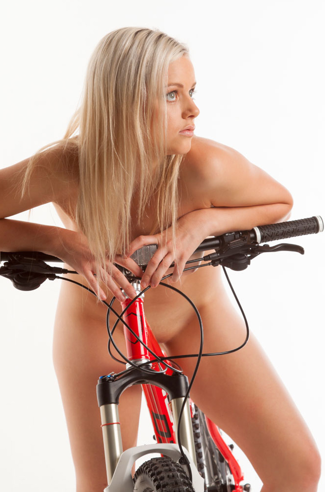 nude-muse_charlie-v_nude_with_bicycle064.jpg