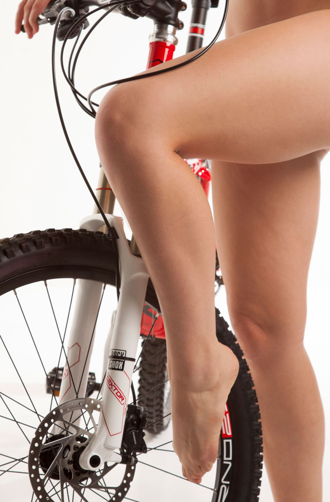nude-muse_charlie-v_nude_with_bicycle072_1.jpg