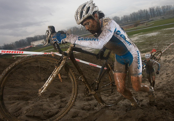 Cyclo-cross girls: nyakig sáros csajok