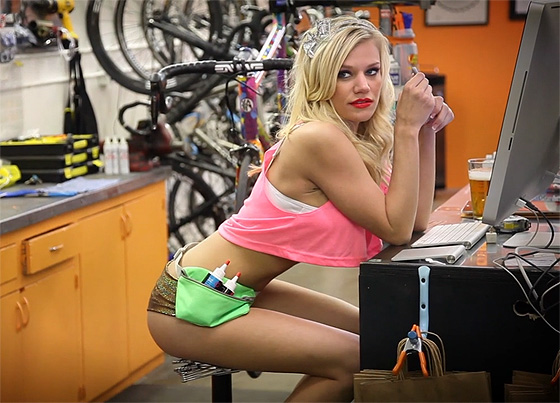 gnar lube sexy bike girl