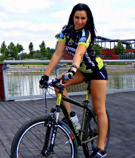 bikegirls bernadett