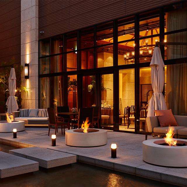ark-bioethanol-fireplace-auckland-firepit-outside-restaurant-wharf-3-round-white.jpg