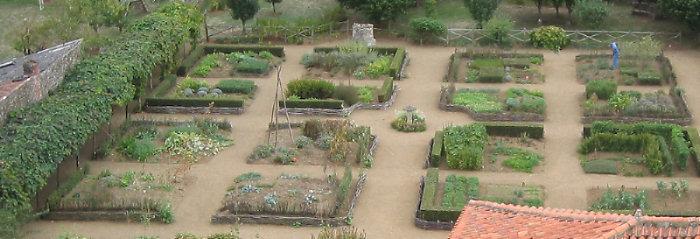 medieval_garden_aerial_700.jpg