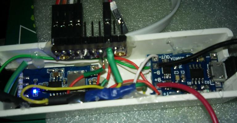 c004e4e6535a Miután multiméterrel meggyőződtem róla, hogy nem süti meg a Raspberryt, meg  is kezdtem a tesztelését: