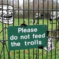 Angliában akár két évre is lecsukhatják majd a trollkat