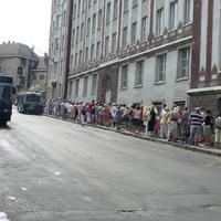 Várakozás a 10-es buszra