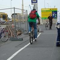 Hiába az ellenőrzés, még mindig bicikliznek a Margit hídon