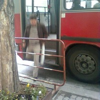 Babakocsival szinte lehetetlen felszállni a trolira a Radnóti Miklós utcai megállóban