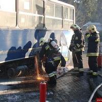 Végállomáson gyulladt ki egy BKV-busz motortere
