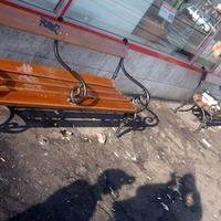 Vizelet és fekália az Ecseri úti buszmegállóban