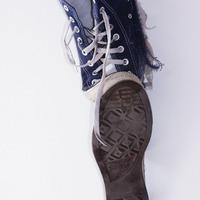 Letépte az utas lábáról a cipőt a mozgólépcső