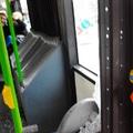 Fékezett a busz, szállt az üvegszilánk